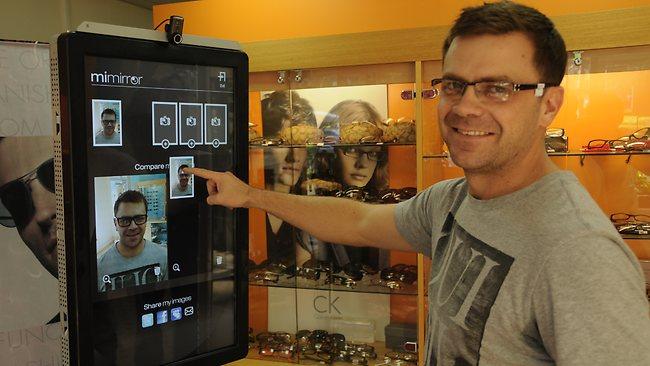 MiMirror : un miroir tactile et connecte pour les magasins