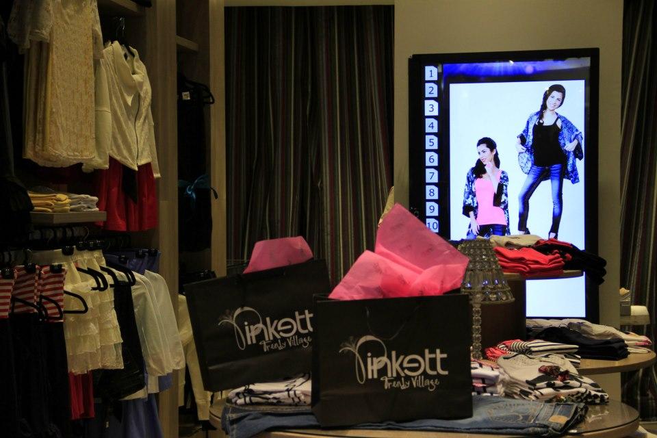 Un miroir interactif multitouch chez Pinkett