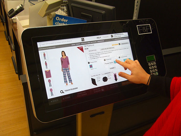 Tesco connecte sa gamme de vêtement F&F en magasin physique