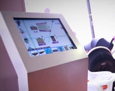 Un écran connecté dans le point de vente Nomaya