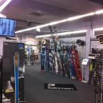 Des écrans connectés dans un magasin Ekosport