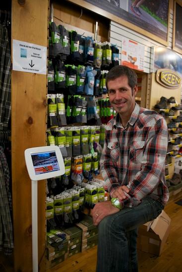 Des dispositifs interactifs et tactiles dans un magasin Wild Rock.