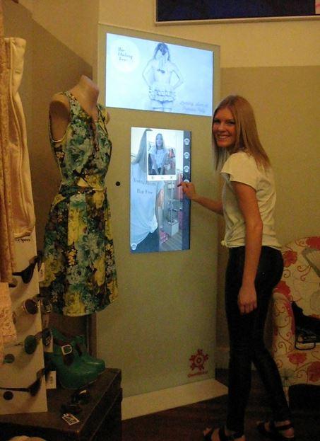 un miroir interactif et connect dans un magasin de l. Black Bedroom Furniture Sets. Home Design Ideas