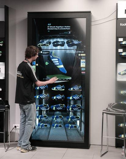 10 magasins en France devraient être équipés prochainement du mur tactile et connecté d'Adidas