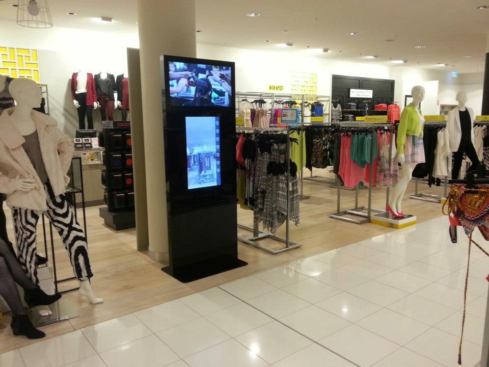 L'enseigne David Jones a installé un miroir interactif dans au moins un de ses magasins