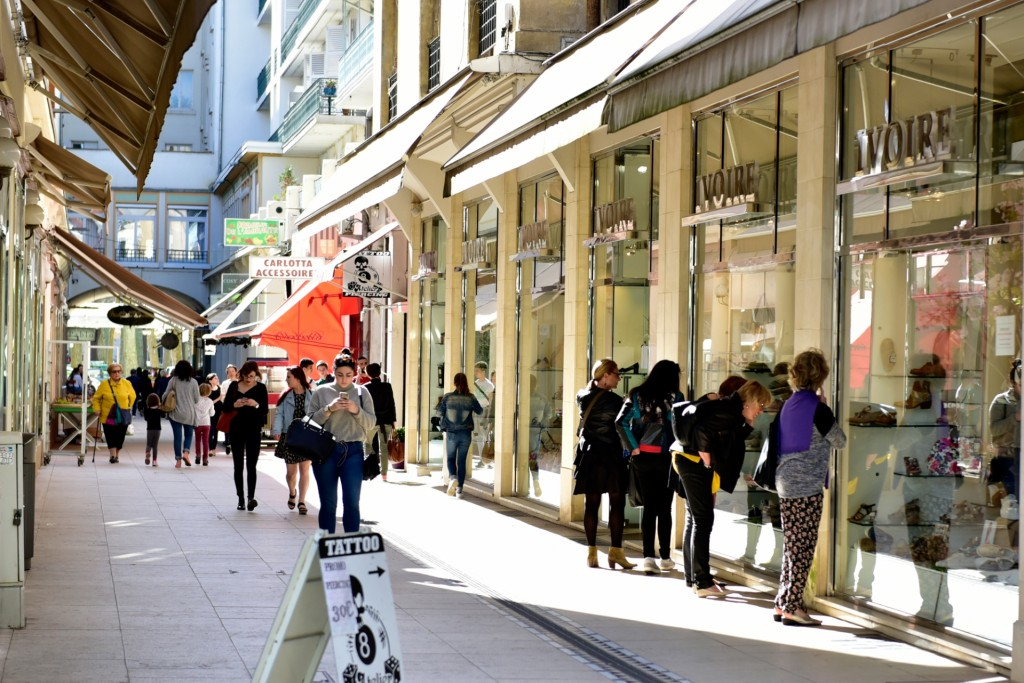 Rue commerçante en centre-ville