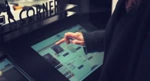 Tailor Corner met des écrans tactiles connectés à disposition de ses clients
